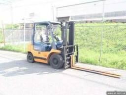 2 тонный погрузчик Тойота из Японии