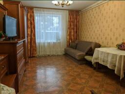 3 кімнатна квартира з гарним ремонтом та АГВ в двоповерховому будинку котетжного типу.