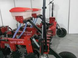 Агрегат полосовой обработки почвы Стрип-Тилл