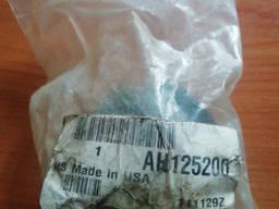 AH125200 Втулка (сайлентблок) рычага привода соломотряса, JD
