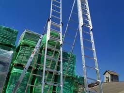 Алюминиевая трехсекционная лестница ав ассортименте
