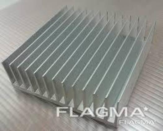 Алюмінієвий радіаторний профіль 42x26 чорний анод