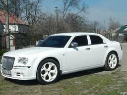 Аренда автомобиля vip класса крайслер 300с белого цвета