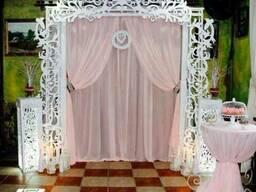 Аренда, прокат свадебного декора- свадебная арка, резная ширма
