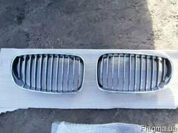 Автошрот BMW. Хромированная решетка радиатора на BMW E87
