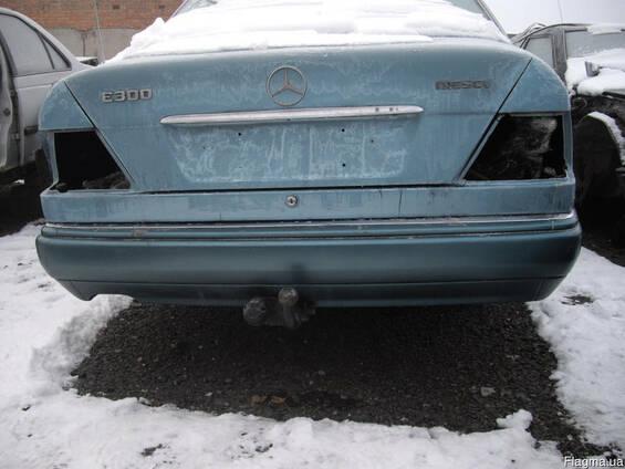 Бампер задний Mercedes E124