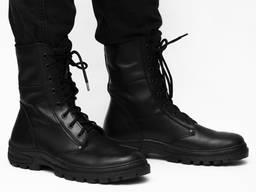 Берцы кожаные черные.