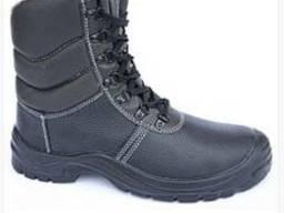 Рабочие ботинки с завышенными берцами