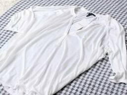 Біла кофта з вирізом