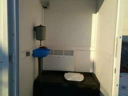 Утепленная туалетная кабинка.