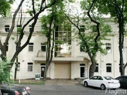 Бизнес центр 3 этажа площадь 1223 метров, Льва Толстого