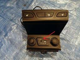 Блок электронный AUX USB 96110-2S000TAN на Hyundai IX 35 10-