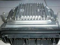 Блок управления двигателем на БМВ 7 серии F01 (BMW F01)