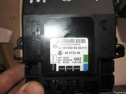 Блок управления электрикой двери A1698208426 Mercedes W169