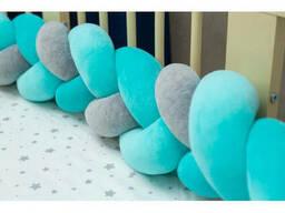 Бортик в детскую кроватку Хатка в виде косички Мятно-серый, 180 см (половина кроватки)