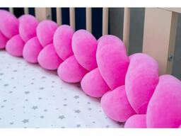 Бортик в детскую кроватку Хатка в виде косички Розовый, 120 см (одна сторона кроватки)