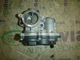 Б/У Дроссельная заслонка (1, 0 SCe 12V) Renault Sandero 2. ..
