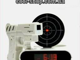 Будильник с мишенью и лазерным пистолетом
