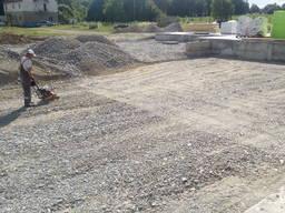 Будівництво під'їзних доріг, майданчиків.