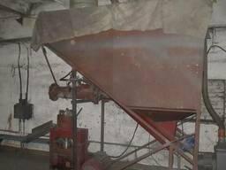 Бункер питатель для подачи опилок в гранулятор