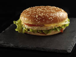 Бургер с котлетой из куриного филе 130 гр.