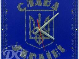 Часы оригинальные металлические.