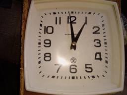 Часы вторичные показывающие