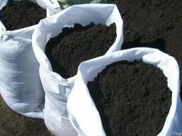 Чернозём плодородный в мешках.
