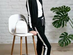 Черный спортивный костюм с лампасами для девочки с кофтой на молнии и брюками на манжете