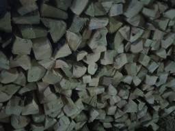 Gehackte Brennholz , natürliche Feuchtigkeit (Region Kiew, Ukraine)