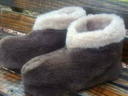 Чуни тапочки мужские низкие из шерсти мериносовой овчины велюр плюш коричневые. ..
