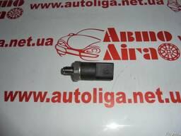 Датчик давления топлива Mercedes W210 95-02 2,7 CDI 2000 год