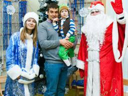 Дед Мороз и Снегурочка, и ведущий и диджей с живой музыкой