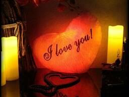 Декоративная подушка в форме сердца - подарок на 14 февраля