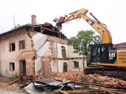 Демотаж будинків, копання озер ставків, планування території