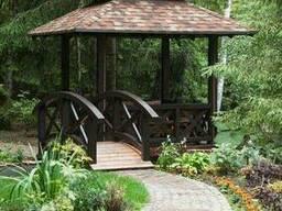 Деревянная восьмигранная беседка с мостиком