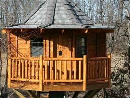 Деревянный дом на дереве