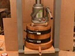 Деревянный маслопресс для холодного отжима масла 3 литра с гидроцилиндром 30 тон