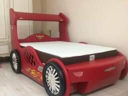 Детская кровать (дизайн машина Хонда)