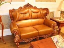 Диван 2-ка кожаный в классическом стиле из дуба.