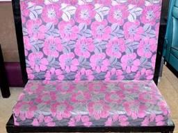 Диван б/у тканевый фиолетовые цветы высокая спинка