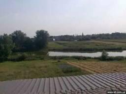 Дом недостроенный на берегу озера Пологи