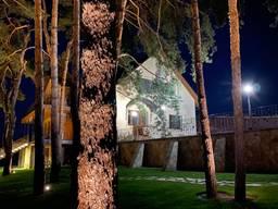 Дом площадью 400 м2, оформлен как база отдыха