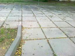 Дорожные или тротуарные плиты б/у, толщиной от 10см