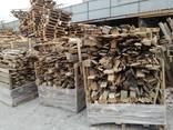 Разобранные поддоны в корзинах на дрова - фото 2