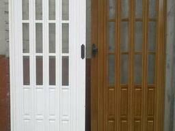 Дверь гармошка межкомнатная полуостекленная