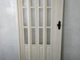 Дверь гармошка полуостекленная 860х2030х12мм кедр 911. ..