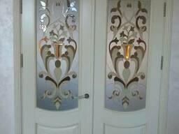 Двери, мебель из натурального дерева