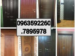 Металлические двери различных размеров, дизайна,