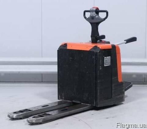 Электротележка BT LPE-240, с подножкой, 2013 года, 2400 кг!